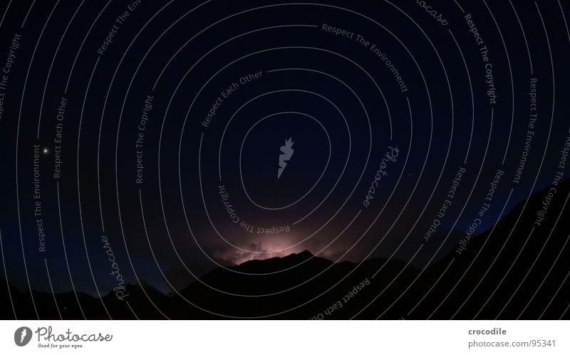 gewitterwolkenspektakel Wolken Nordlicht Nacht dunkel mystisch grauenvoll faszinierend Langzeitbelichtung Gewitter blitz. leuchten Berge u. Gebirge Alpen