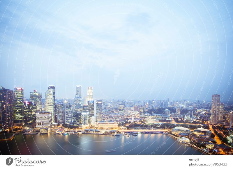 Singapur Stadt Hauptstadt Hafenstadt Skyline Hochhaus Bankgebäude Architektur außergewöhnlich blau Himmel Singapore Farbfoto Außenaufnahme Menschenleer