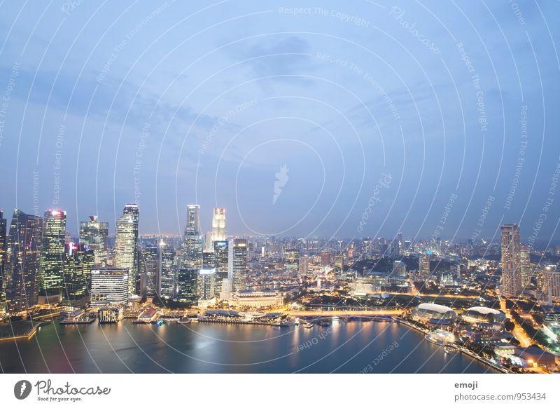 SINGAPUR Stadt Hauptstadt Hafenstadt Stadtzentrum Skyline Hochhaus Architektur modern blau Reichtum Singapore Farbfoto Außenaufnahme Luftaufnahme Menschenleer