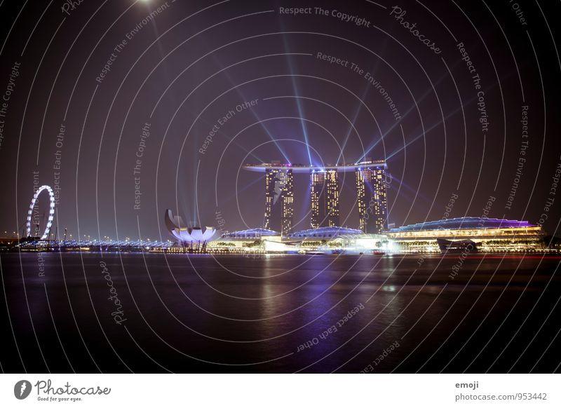 Singapur Stadt Hauptstadt Hafenstadt Skyline Hochhaus Gebäude Architektur Sehenswürdigkeit außergewöhnlich dunkel modern Reichtum Singapore Lightshow Farbfoto