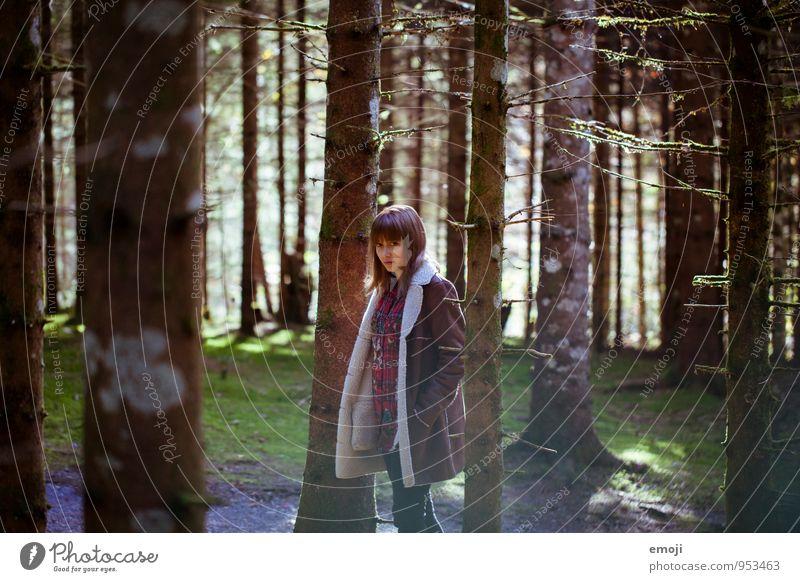 Wald feminin Junge Frau Jugendliche 1 Mensch 18-30 Jahre Erwachsene Umwelt Natur Landschaft natürlich positiv Farbfoto Außenaufnahme Tag Oberkörper