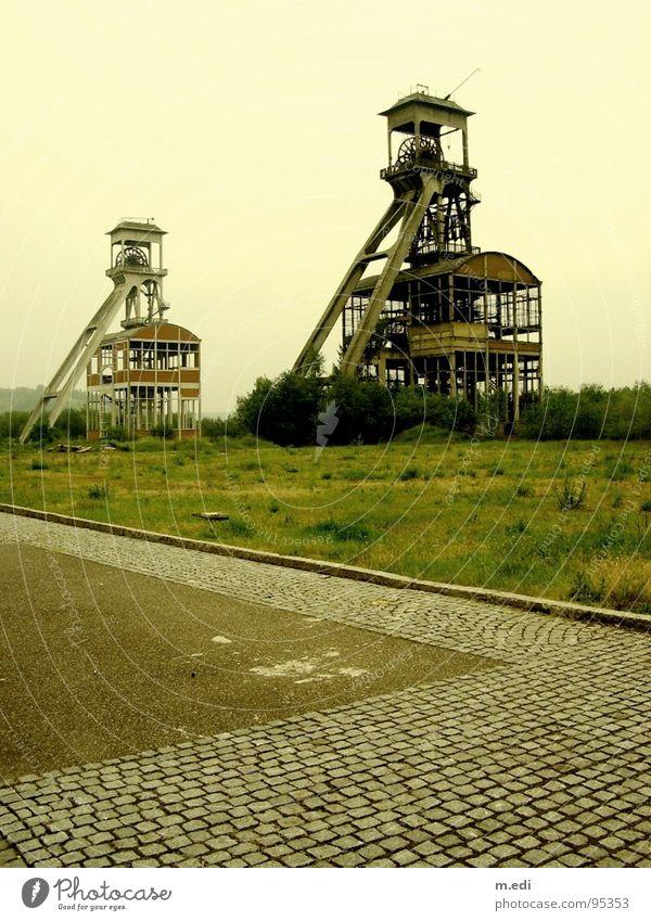 Zeche Maasmechelen Nebel Industrie Turm Symmetrie spontan