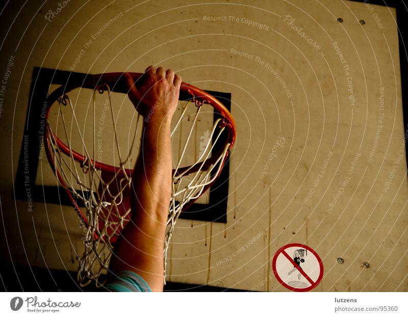 Hang me up to dry! Sport Erholung Spielen fangen hängen Verbote Basketball Sporthalle punkten
