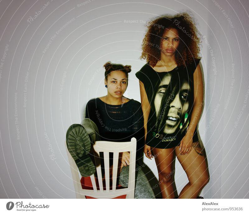 Yo! Stil Wohnung Raum Nachtleben Party ausgehen Feste & Feiern clubbing Junge Frau Jugendliche Körper 2 Mensch 18-30 Jahre Erwachsene T-Shirt Stiefel