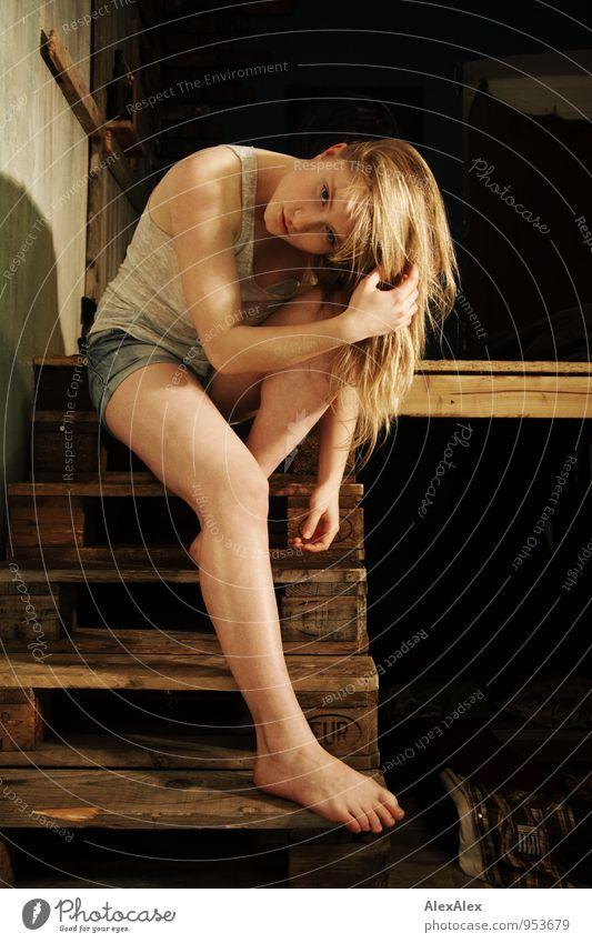lieblingsblond Kind Jugendliche schön Junge Frau Gesicht feminin Beine Wohnung Raum 13-18 Jahre ästhetisch beobachten einzigartig dünn sportlich