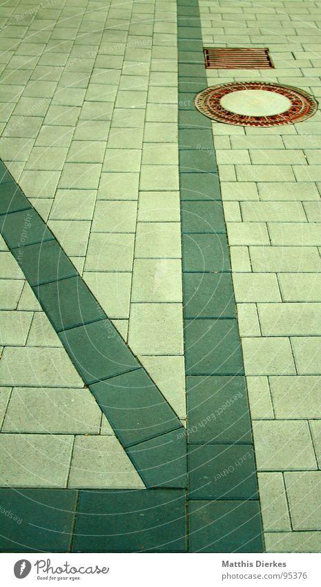 GREEN PAVER Gully Platz Kanalisation grün Stadt Geometrie Infrastruktur schimmern Bordsteinkante Asphalt Verkehrswege modern Arbeit & Erwerbstätigkeit