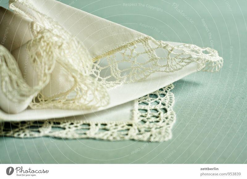 Oma Herta weiß Ecke zart Tradition Spitze leicht Nähgarn fein Tuch Baumwolle Kunsthandwerk Handarbeit Borte Taschentuch häkeln Einstecktuch