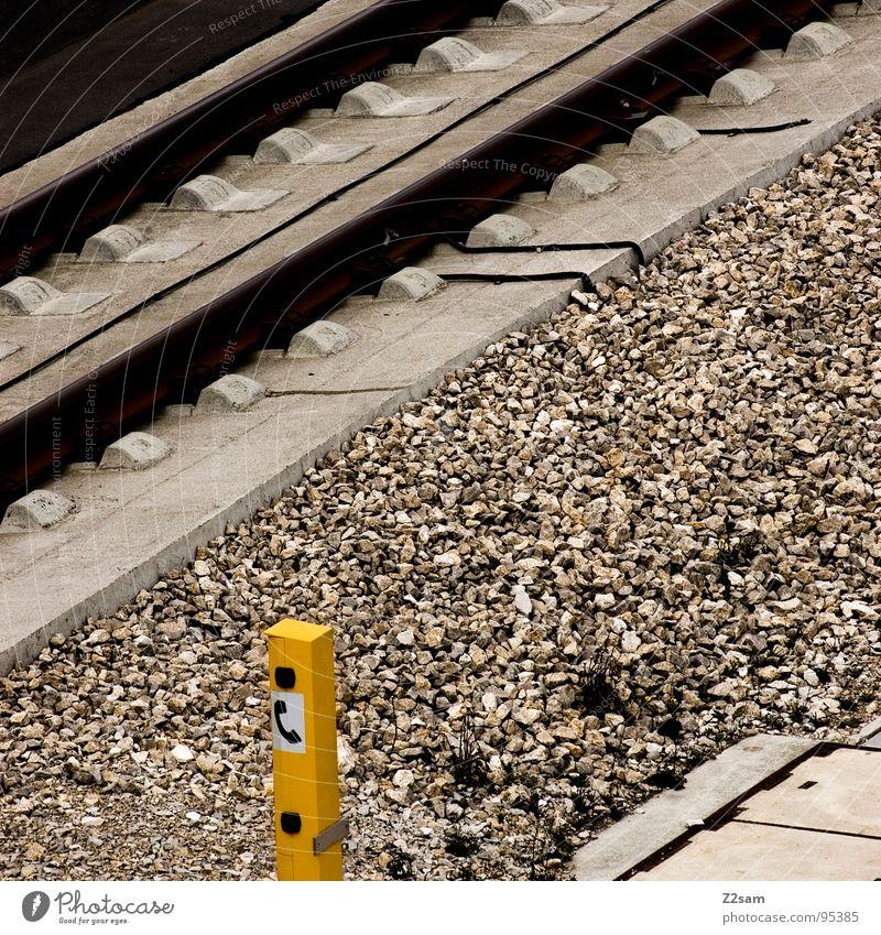db hotline gelb Stein Metall Beton Eisenbahn Telefon fahren Technik & Technologie Gleise Kasten Kies Notfall Notruf Hotline