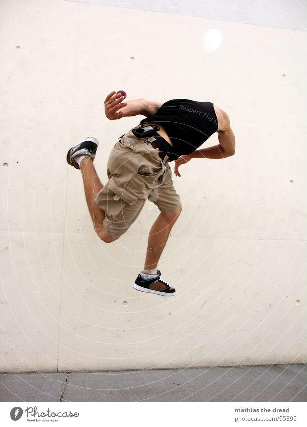 FOOTBAG III Mann Jugendliche Wand Spielen Bewegung springen Stil Gesundheit Hintergrundbild Freizeit & Hobby hoch maskulin Luftverkehr Aktion Ball Konzentration