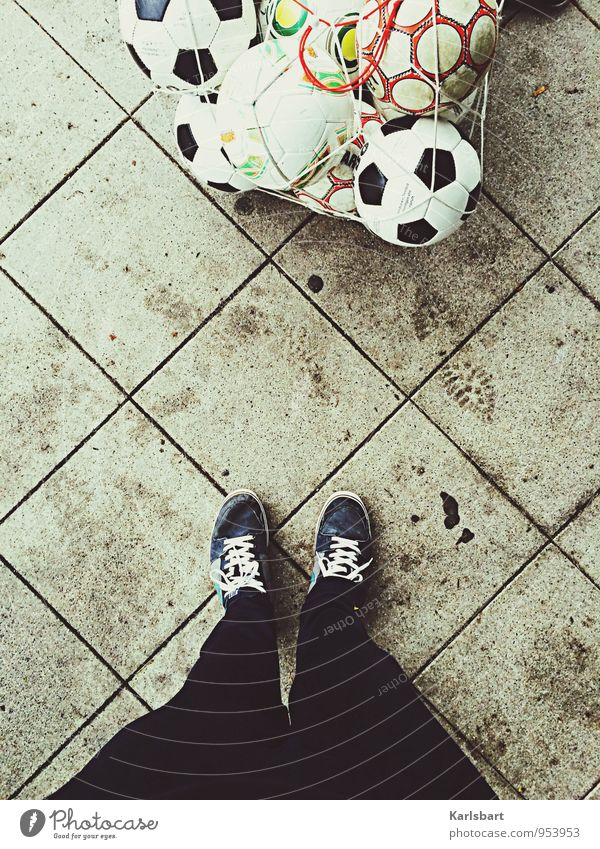 Montags: Training Mensch Freude Bewegung Sport Spielen Gesundheit Linie Freizeit & Hobby Erfolg Schuhe Perspektive Fußball Bodenbelag Fitness Sportmannschaft