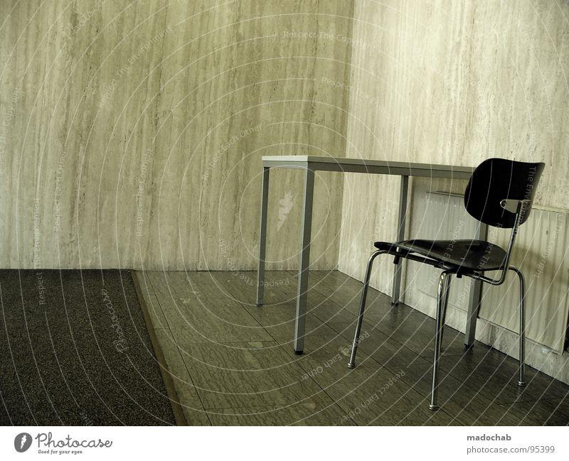AMT - PANIKRAUM Tisch unpersönlich Pflicht Kunde Gast Raum Wand Willkommen unbequem beängstigend Panik grau trist leer Einsamkeit old-school geschmacklos