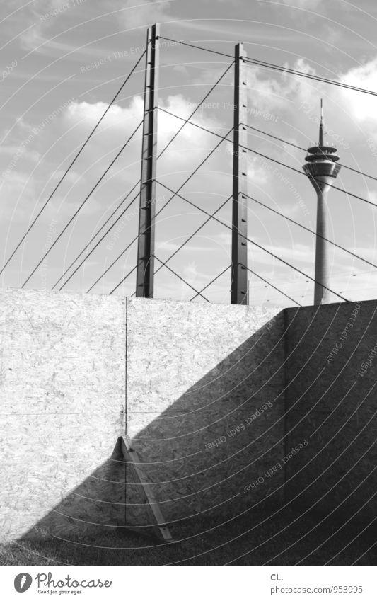 düsseldorf Baustelle Himmel Wolken Düsseldorf Stadt Menschenleer Brücke Bauwerk Gebäude Architektur Mauer Wand Sehenswürdigkeit Wahrzeichen Rheinturm