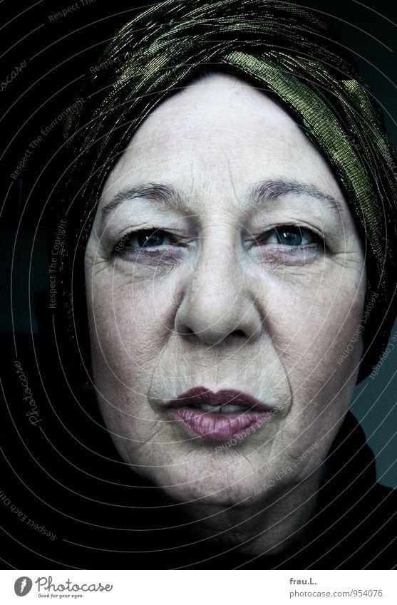 grüner Turban Schminke Mensch feminin Frau Erwachsene Weiblicher Senior Leben Kopf 1 45-60 Jahre 60 und älter Mode Kopftuch alt Lächeln Coolness einzigartig