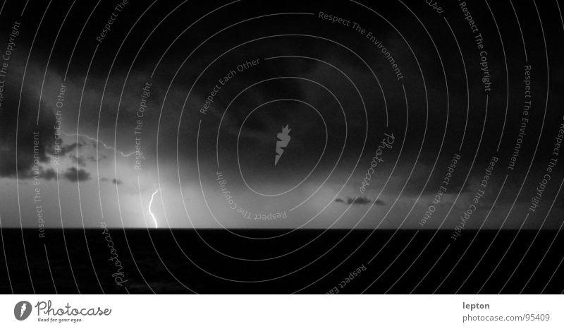 bright Blitze Licht Wolken Blitzlichtaufnahme Sturm Regen Wetter Gewitter hell lightning flash wettererscheinung Lampe