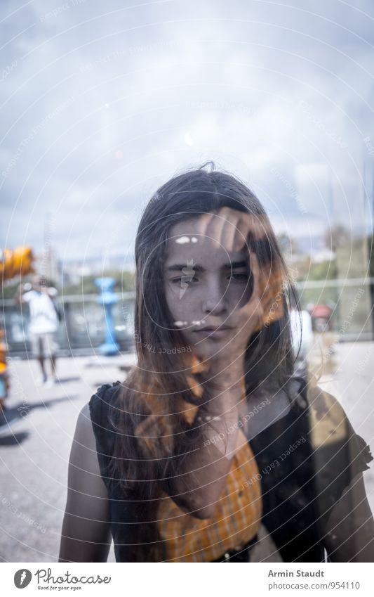 Selfie Lifestyle Design Sommerurlaub Mensch maskulin feminin Vater Erwachsene Jugendliche Gesicht Hand 2 Fenster Fensterscheibe langhaarig Glas Denken Blick
