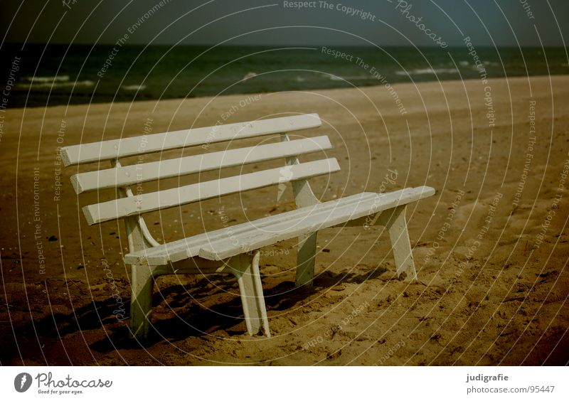 Strandstreifen Meer Ferien & Urlaub & Reisen Sitzgelegenheit Streifen Holz weiß Wellen Rauschen Einsamkeit Gischt Farbe Küste Sand Ostsee sitzen Bank