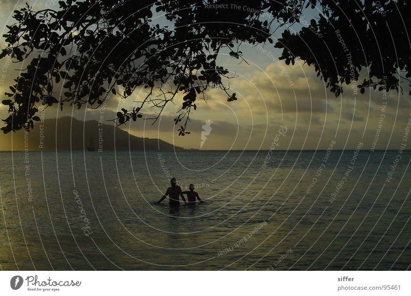schon fast dunkel auf St. Anne Mensch Wasser alt Himmel Meer blau Strand Ferien & Urlaub & Reisen Blatt schwarz Wolken gelb Erholung grau braun