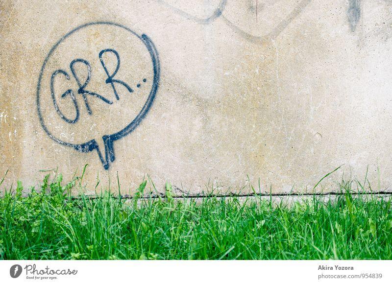 Grr.. Gras Wiese Mauer Wand Schriftzeichen bedrohlich frisch Stadt grau grün schwarz gefährlich gereizt Feindseligkeit Aggression Farbfoto Außenaufnahme