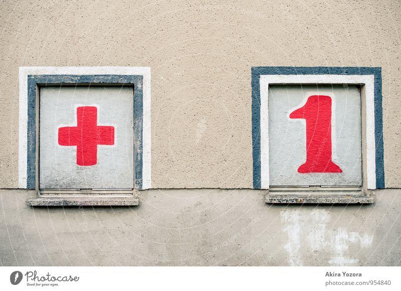 Plus Eins Haus Mauer Wand Fassade Fenster Zeichen Ziffern & Zahlen Graffiti Bekanntheit eckig Zusammensein Stadt blau grau rot weiß Kommunizieren Netzwerk