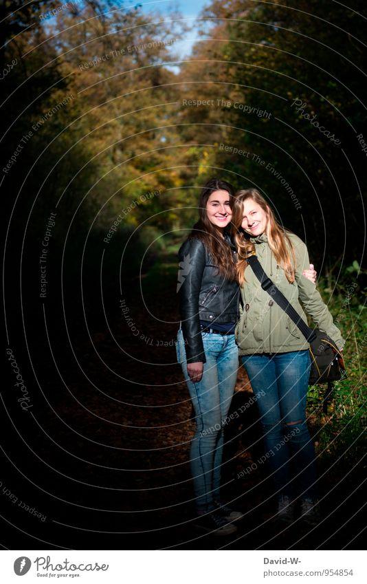 Freundschaft schafft Freud Mensch Frau Kind Natur Jugendliche schön Junge Frau 18-30 Jahre Wald Erwachsene Herbst feminin Liebe blond authentisch