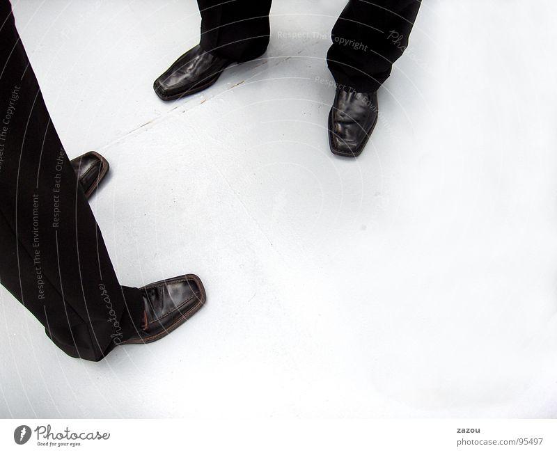 Das Gespräch Mensch Mann Erwachsene sprechen Beine Business Arbeit & Erwerbstätigkeit Schuhe maskulin mehrere Kommunizieren Sitzung Beratung Anzug Verabredung