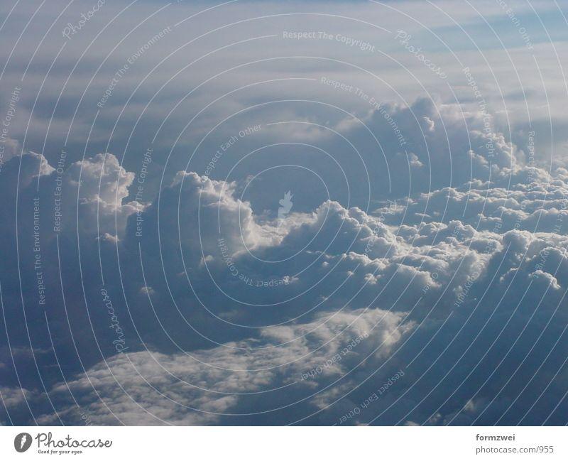 Wolkenspiel Flugzeug