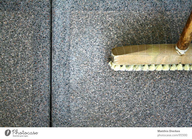BLITZEBLANK Arbeit & Erwerbstätigkeit Stil Holz grau Bodenbelag Sauberkeit Reinigen Fliesen u. Kacheln Balkon anstrengen Waffe Haushalt Spalte Fuge parallel Besen