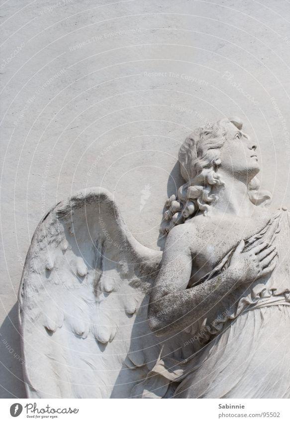 Up where we belong Stimmung Kraft Engel Flügel Leidenschaft Statue Skulptur Italien Venedig Begeisterung Friedhof Christentum Grab Willensstärke Gotteshäuser Grabmal