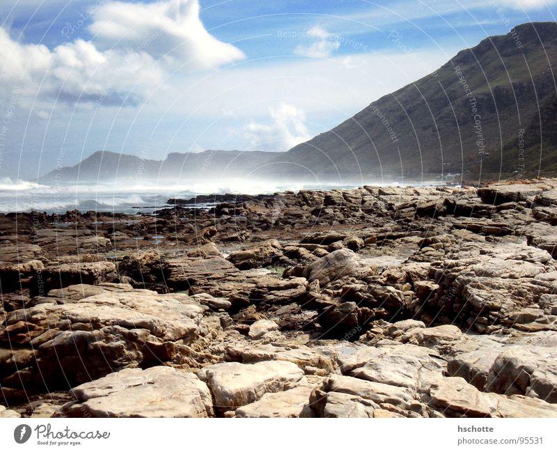Felsige Küste Abenteuer Ferne Freiheit Strand Meer Wellen Berge u. Gebirge Natur Landschaft Luft Wasser Himmel Wolken Frühling Sommer Schönes Wetter Wind Felsen