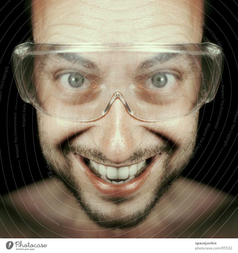 Freak Mann Porträt Brille Schutzbrille verrückt skurril lustig Freude symetrisch grinsen lachen