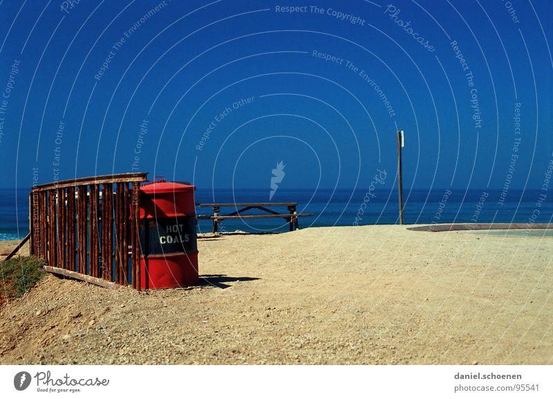 hot coals Meer Horizont Ferien & Urlaub & Reisen Grillplatz leer Einsamkeit Strand blau rot Fass Hintergrundbild Pazifik Kalifornien Fernweh Küste Sommer USA