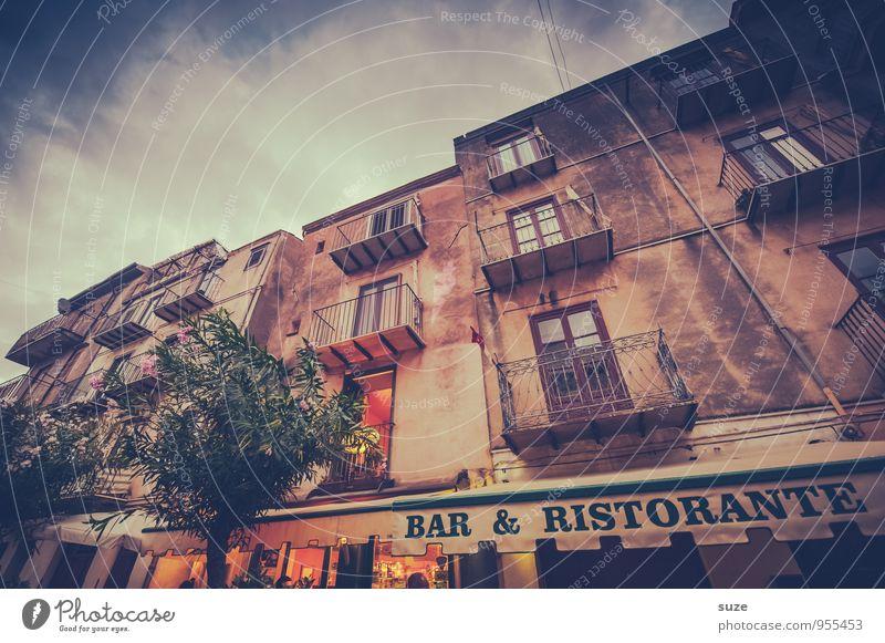 Abendmahl Zeit Stil Ferien & Urlaub & Reisen Tourismus Sightseeing Städtereise Restaurant Bar Cocktailbar Kultur Stadt Altstadt Bauwerk Gebäude Architektur