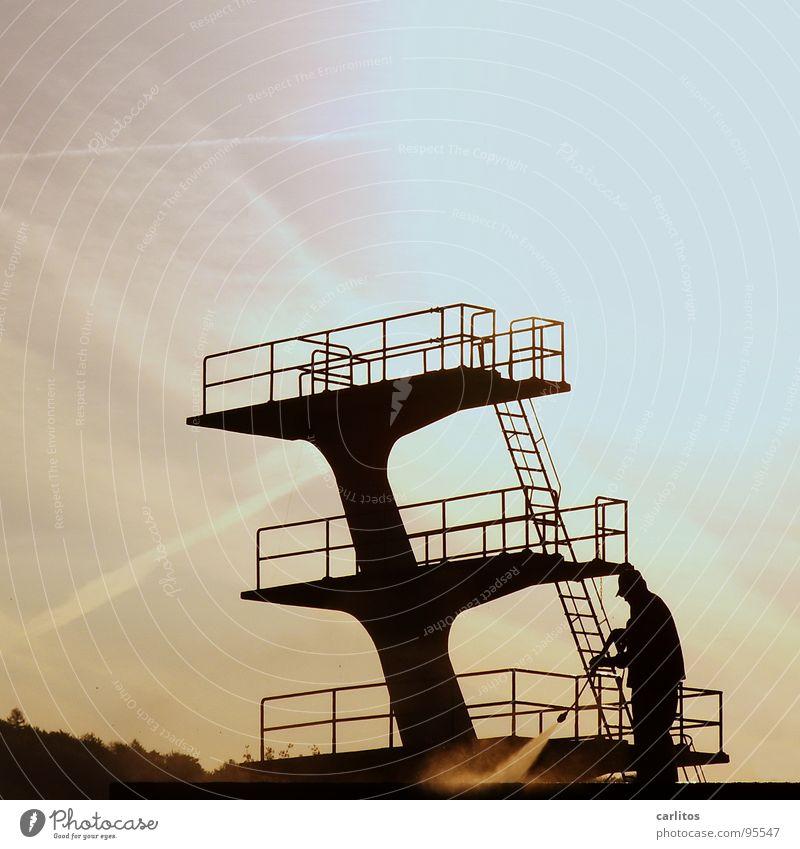 Frühjahrsputz Freibad Sprungbrett Blick blamabel Außenseiter Angsthase Morgen Streulicht Panik Freizeit & Hobby Sport Dreimeter Fünfmeter Zehnmeter Leiter