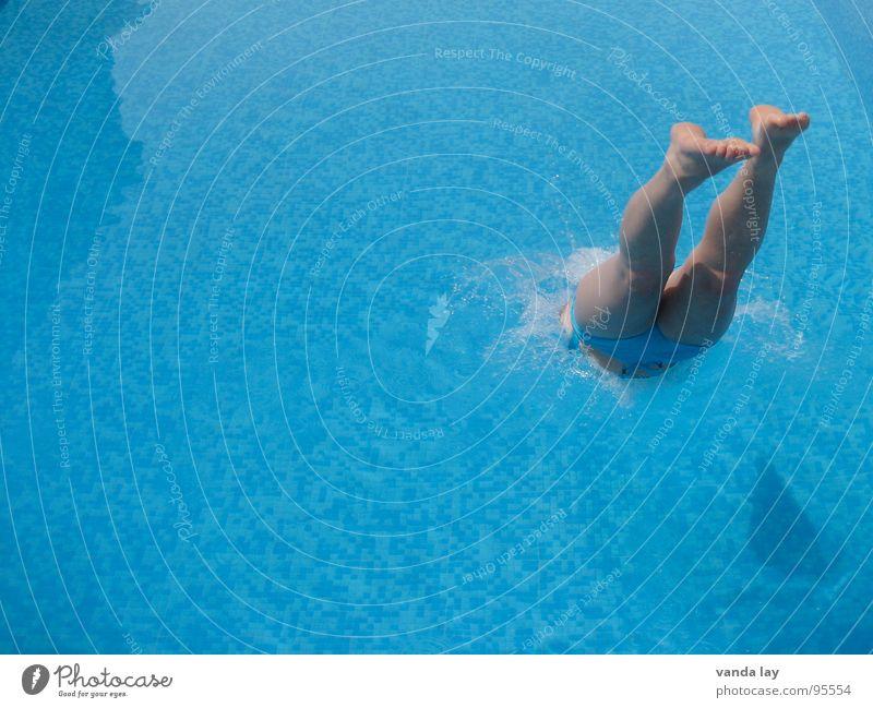 Kopfsprung deluxe III Frau Wasser Meer Sommer Freude Ferien & Urlaub & Reisen Sport springen Spielen Fuß Beine nass Geschwindigkeit Bad Schwimmbad