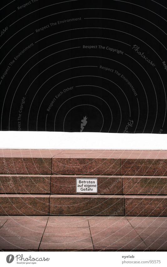 Ein Weg ins Ungewisse ? weiß schwarz Wand Stein Wege & Pfade Religion & Glaube Kunst Schilder & Markierungen Hoffnung Treppe Ordnung Bodenbelag Vertrauen Unendlichkeit Gewalt obskur