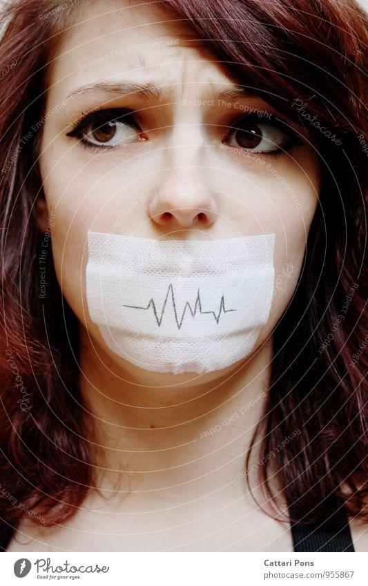 unstable speechless II feminin Junge Frau Jugendliche Erwachsene Gesicht 1 Mensch brünett langhaarig verrückt stumm sprechen Partizipation Tabu Regel