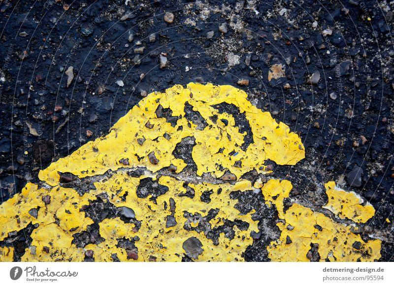 gelbe straßenecke* alt schwarz Straße Stil Linie Hintergrundbild dreckig Schilder & Markierungen Beton Verkehr verrückt kaputt Schriftzeichen Ecke Streifen