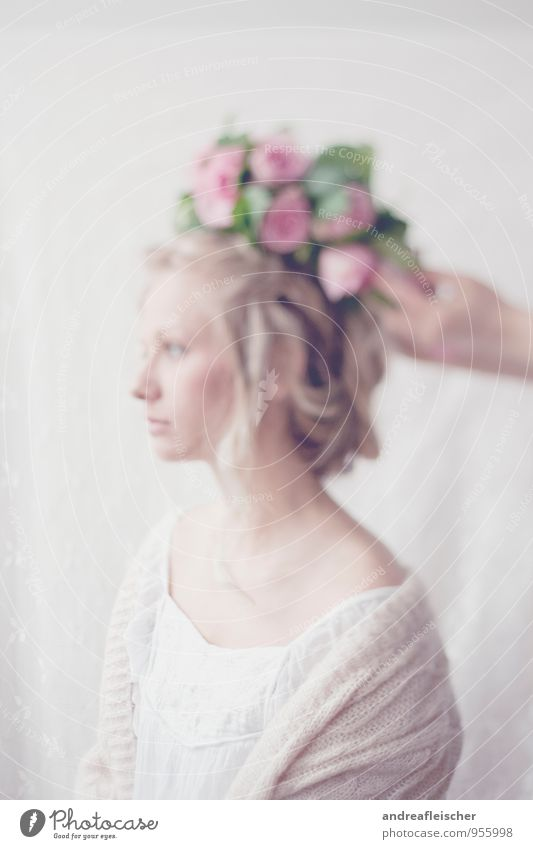 Von Hauch bis Zart. Mensch Jugendliche schön Junge Frau Einsamkeit ruhig 18-30 Jahre Erwachsene feminin Frühling träumen elegant blond ästhetisch Romantik