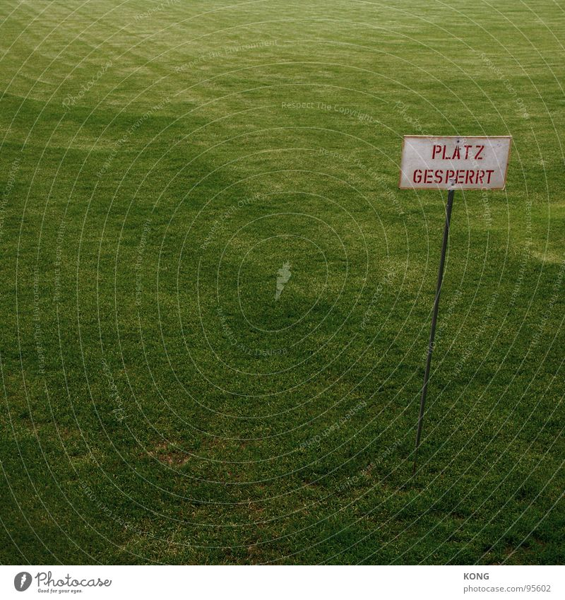 platz gesperrt Gras Sportplatz grün Grünfläche Cottbus Wiese Spielfeld Tiefenschärfe Spielen Ballsport Rasen verein trainingsplatz soccer erste liga