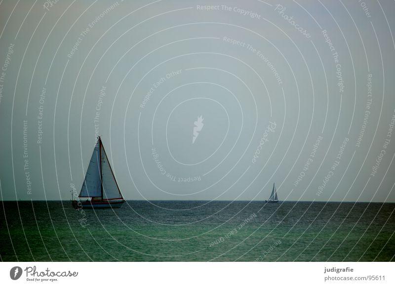 Ruhe See Horizont Wasserfahrzeug Segelboot rot Anker ruhig Ferien & Urlaub & Reisen Schifffahrt 2 grün Sommer Meer Himmel Ostsee Erholung blau