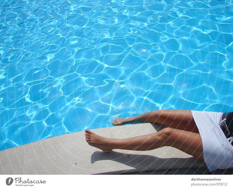 Huch, frisch...! Frau Himmel Wasser Ferien & Urlaub & Reisen schön Sommer Meer Strand Freude ruhig Erholung dunkel feminin kalt nackt Wärme