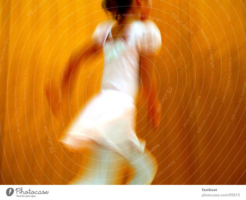 dancing child Kind Konzert Musik ballarina tanzendes movement Tanzen