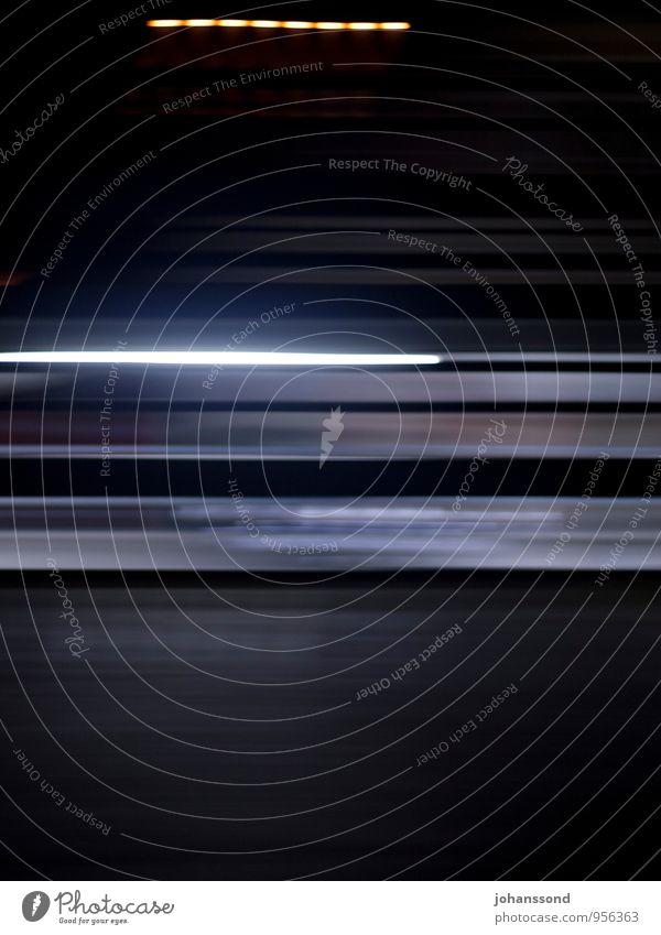 vorbei gehuscht Linie Streifen Licht Lampe rennen Bewegung träumen ästhetisch außergewöhnlich Coolness dunkel kalt Geschwindigkeit blau schwarz Erschöpfung