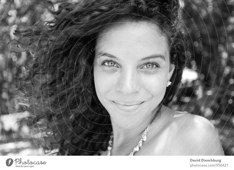 Ana S/W Mensch Ferien & Urlaub & Reisen Jugendliche schön weiß Junge Frau 18-30 Jahre schwarz Erwachsene Auge feminin natürlich Haare & Frisuren elegant Zufriedenheit leuchten