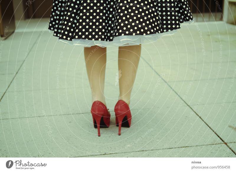 Cinderella 2015-2 Mensch Frau Farbe rot Erwachsene Leben Gefühle feminin Wege & Pfade Stil Stein Beine gehen Fuß Lifestyle stehen