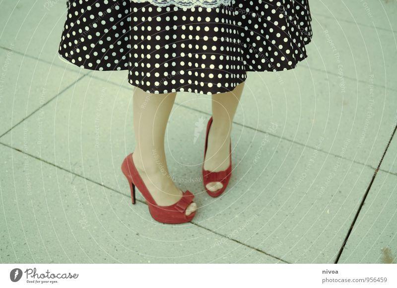 Cinderella 2015-3 Musik Tanzen feminin Frau Erwachsene Beine Fuß Mensch 18-30 Jahre Jugendliche Rockabilly Wege & Pfade Damenschuhe Stein drehen gehen stehen