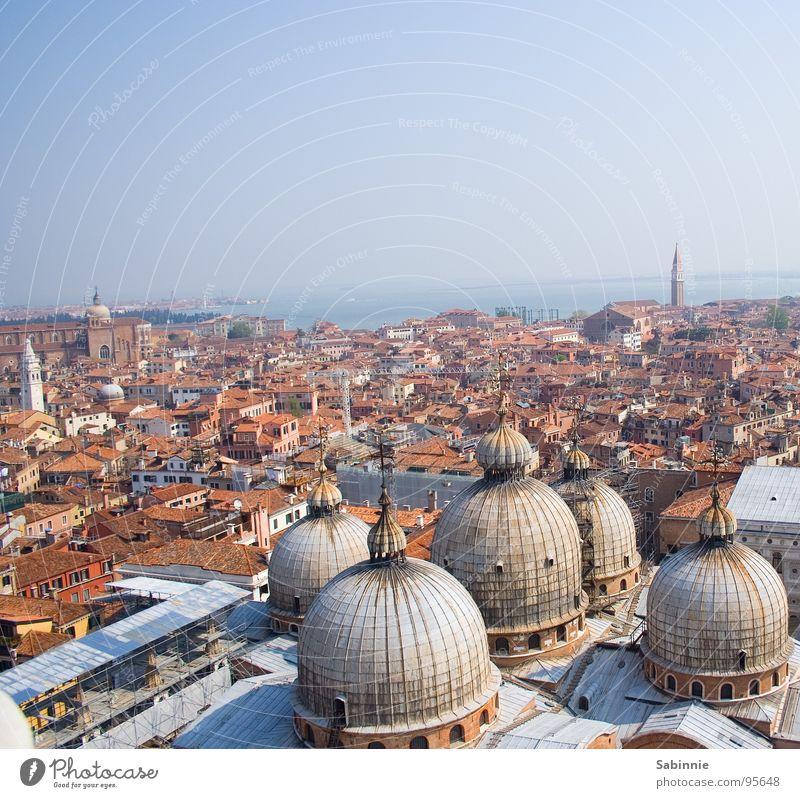Aufsicht, venezianisch Venedig Markusplatz Vogelperspektive Kuppeldach Gotteshäuser Himmel Kathedrale San Marco Basilica Überblick Ferne Skyline Blauer Himmel