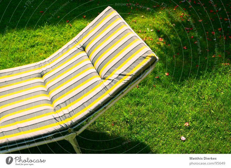 LYING STRIPES Ferien & Urlaub & Reisen Sommer Freude Farbe Erholung gelb Wiese Wärme Garten träumen braun Wetter Freizeit & Hobby Haut frei schlafen