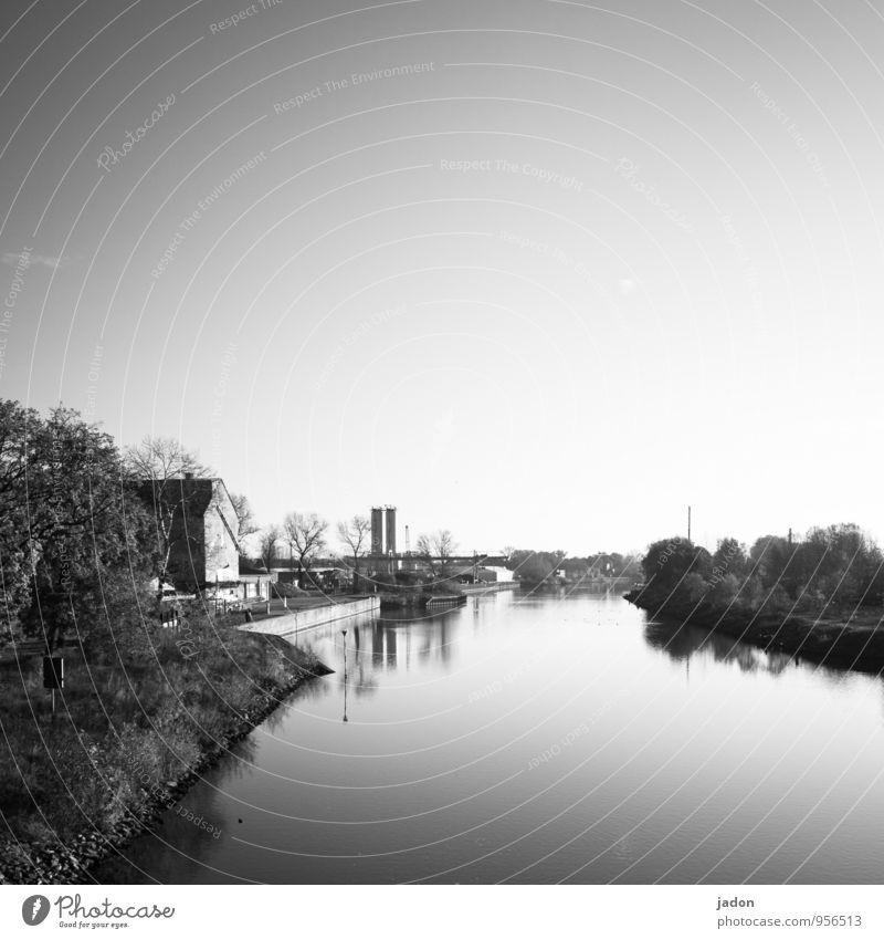 stiller fluss. harmonisch ruhig Abenteuer Natur Landschaft Wasser Himmel Flussufer Havel Wege & Pfade glänzend maritim positiv Gelassenheit Zufriedenheit