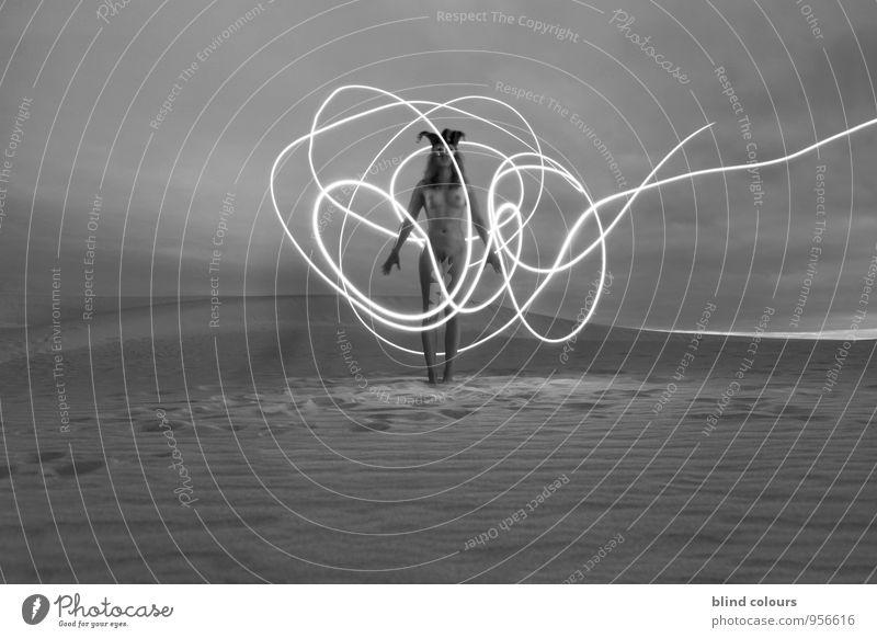 déroute II Kunst Kunstwerk ästhetisch Frau Frauenkörper Langzeitbelichtung Akt Wüste Sand Sandstrand Sandsturm nackt Weiblicher Akt Nackte Haut Brust Licht